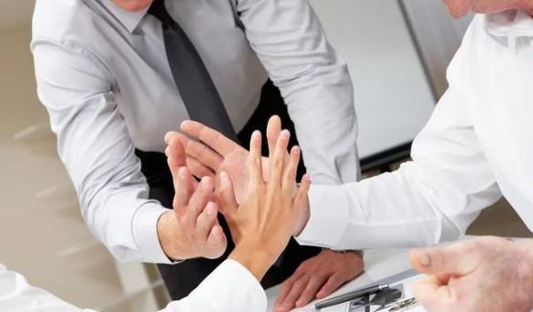 在单一来源采购方式中,供应商可以提出质疑和投诉吗?